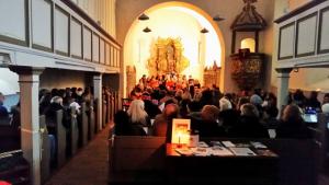 2014_Gelungene Adventsmusik im Kerzenschein